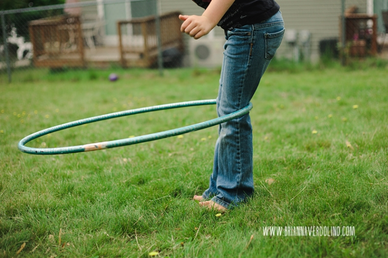 child hooping on knees worcester massachusetts family child photogrpher